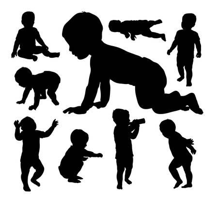 niños sentados: Bebé que juega siluetas