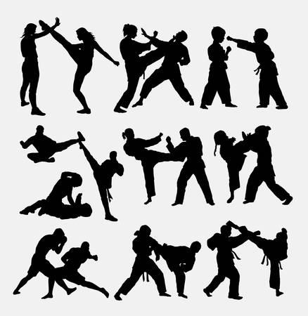 patada: Las personas que luchan, duelo siluetas de artes marciales.