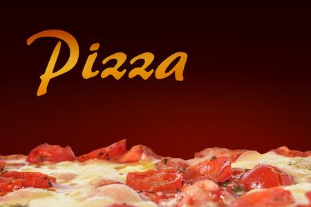 comida italiana: mozzarella pizza y tomates cherry con la pizza escritos Foto de archivo