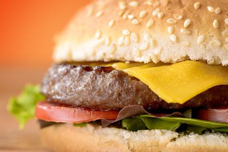 cheddar: macro cheeseburger, cheddar, burger, salad and tomato Stock Photo