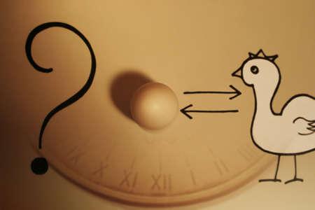Paradoks: jaj z znak zapytania i Kurczak  Zdjęcie Seryjne