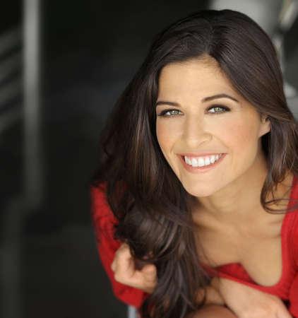 ni�as sonriendo: Happy retrato de una joven sonriente joven