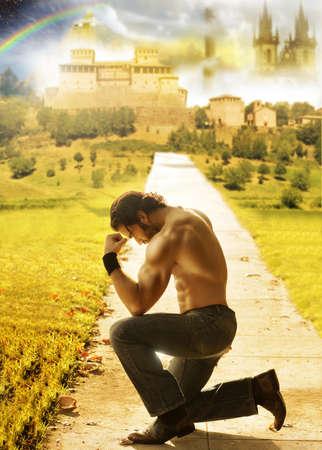arrodillarse: Retrato conceptual de un hombre sin camisa de rodillas con un fondo de ensueño fantástico muy por detrás