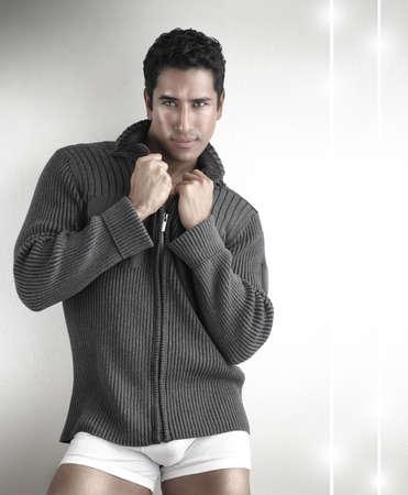 male fashion model: Retrato de un modelo de moda joven masculina posando Foto de archivo