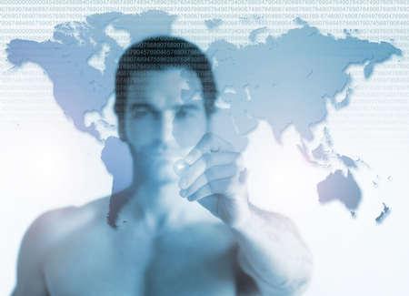 hombre escribiendo: Concepto de negocio de un hombre joven sin camisa apuntando al mapa del mundo en la pantalla transparente