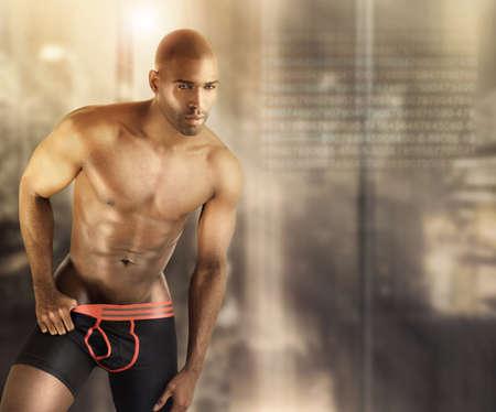 hombre desnudo: Sexy modelo masculino musculoso en ropa interior contra el fondo moderno abstracto futurista con un mont�n de espacio de la copia