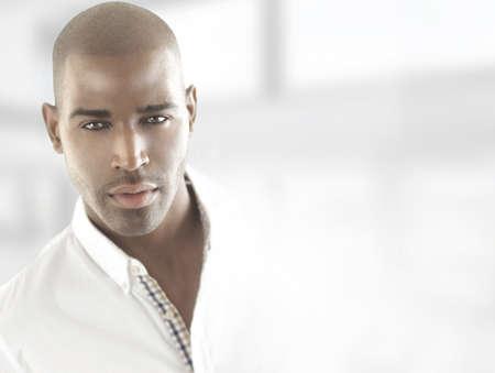 Portrait d'un beau modèle masculin avec copie espace Banque d'images