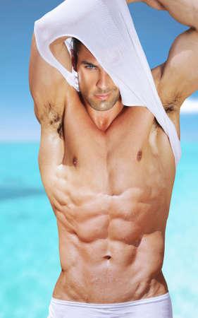modelos hombres: Retrato de la moda vibrante de un Muscular hombre sexy Foto de archivo