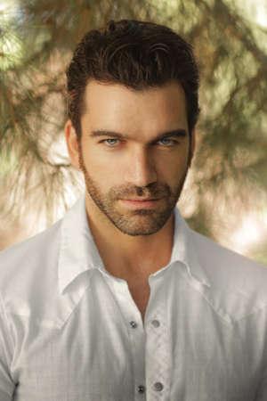 Portret van een knappe sexy man Stockfoto