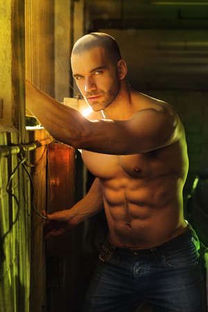 Super sexy torse nu homme macho musculaire photo
