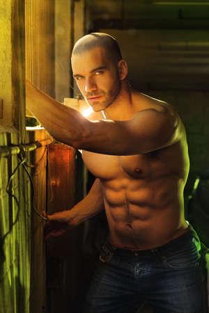 Super sexy torse nu homme macho musculaire Banque d'images