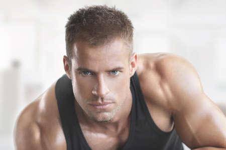 Ajustement musculaire modèle masculin portrait Banque d'images - 25954747