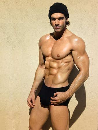 Homme musclé beau sportif et en bonne santé Banque d'images