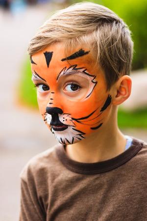 Jongen met schminken tijger