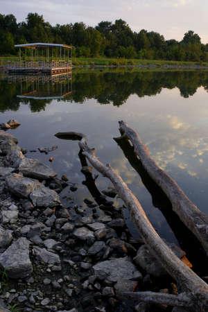 Lake reflections and boat dock Imagens