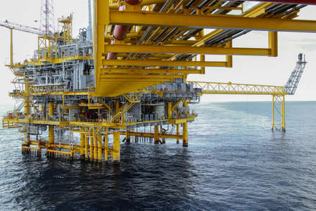 offshore oil and gas platform 스톡 콘텐츠