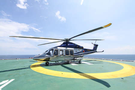 helicopter parking landing on offshore platform. Helicopter transfer crews or passenger to work in offshore oil and gas industry. Stockfoto