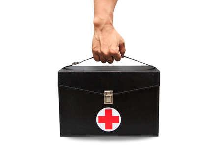 cruz roja: Caja del kit de primeros auxilios en el fondo blanco o fondo aislado, caso de emergencia utilizado cuadro de ayuda para el servicio m�dico de apoyo, botiqu�n de primeros auxilios Negro aislado en el fondo blanco, cuadro de la ayuda de la vendimia. Foto de archivo