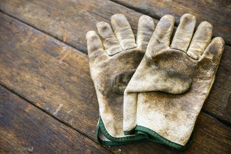 elementos de protecci�n personal: herramientas de mano conjunto o herramientas de trabajo que figura fondo, herramientas de trabajo en la industria para el trabajo en general o el trabajo duro. equipos de protecci�n personal para el trabajador.