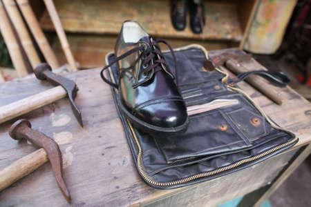 Scarpe maschili con strumenti calzolaio Archivio Fotografico - 24754982
