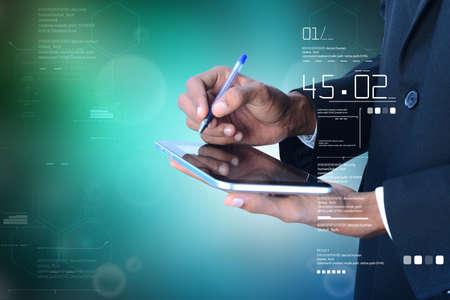 Bedrijfsmens die op de digitale tablet schrijven