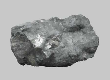 Basalto de roca volcánica magmática sobre un fondo aislado.