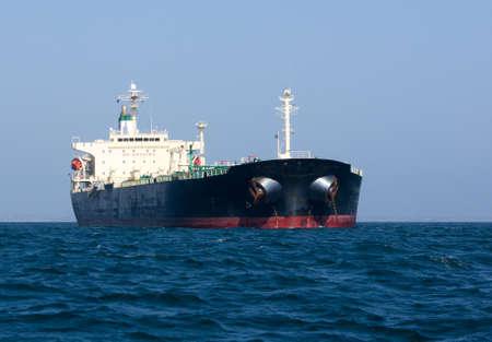 capitan de barco: Buque de carga en el Oc�ano Pac�fico frente a las costas de California Foto de archivo