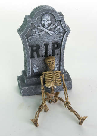 rest in peace: Rest in peace tombstone with skelleton and stacked skulls