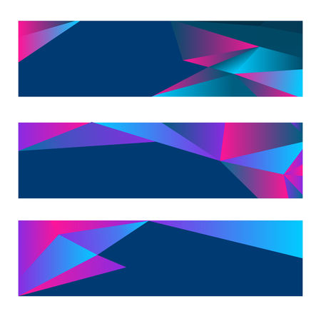 Set di tre striscioni moderni con sfondo poligonale. Illustrazione vettoriale composta da triangoli. Colori blu, viola e rosa.