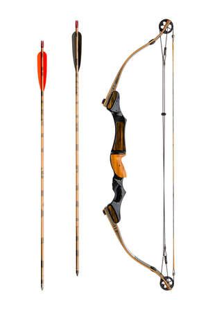 arco y flecha: arco compuesto y flechas aisladas en blanco Foto de archivo