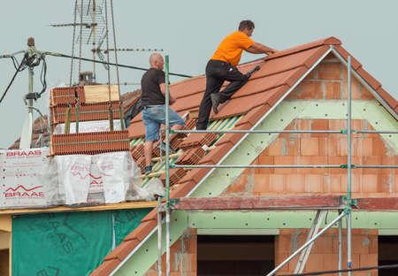 hessen: FRANKFURT, HESSEN, GERMANY-JULY 4, 2016: family home under construction