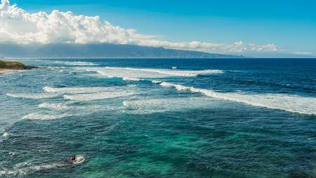 waves at hookipa beach maui hawaii 版權商用圖片