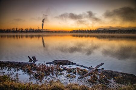 Misty autumn sunrise from the north shore of Lake Ontelaunee Reklamní fotografie