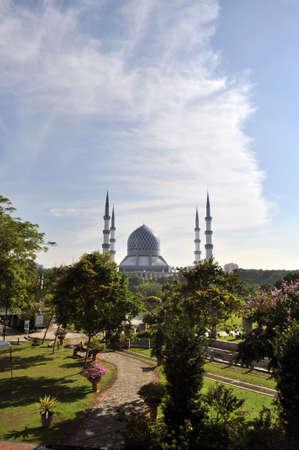 shah: sultan salahuddin abdual aziz shah mosque