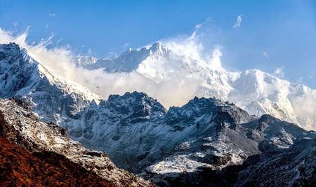 Kangchenjunga est la troisi?me plus haute montagne du monde. Il s'?l?ve ? une altitude de 8.586 m: De Dzongri Point de vue Banque d'images - 19473266