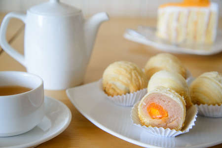 Afternoon tea with chinese cake. 免版税图像