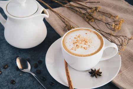 coffee and tea pot and coffee bean. 免版税图像