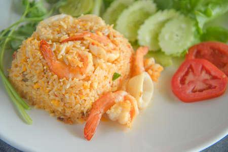 fried rice shrimp and squid and vegatable macro shot 免版税图像