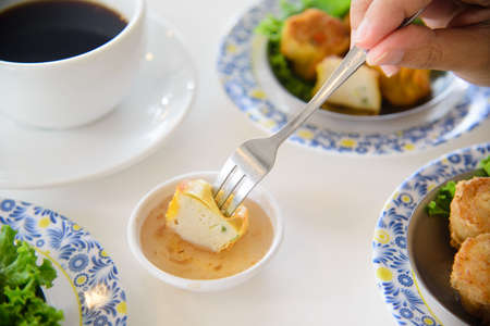 Traditional Chinese dimsum with fork. 免版税图像