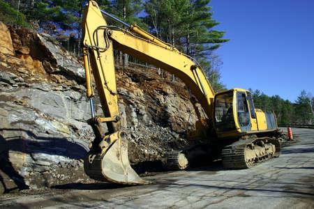 dientes sucios: Una excavadora se utiliza para la construcci�n de carreteras