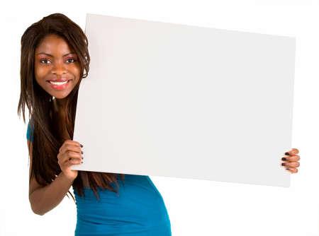 空白の白い看板を持っているアフリカ系アメリカ人の女性 写真素材