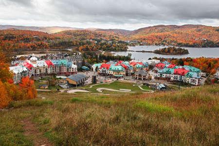 モン トランブランには、ケベック州、カナダの秋の色