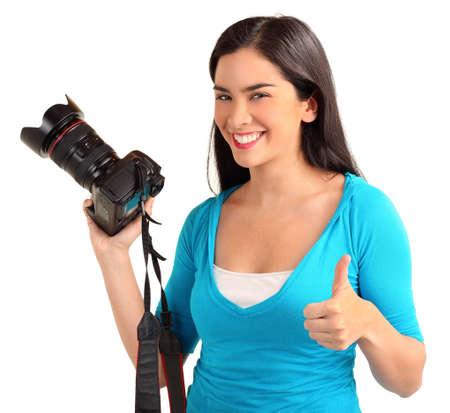 젊은 아가씨 사진 작가가 성공적인 사진 촬영을했습니다.