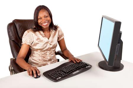 アフリカ系アメリカ人の実業家の笑みを浮かべてください。