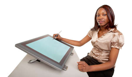 デジタル タブレットに取り組んでいるアフリカ系アメリカ人の女性