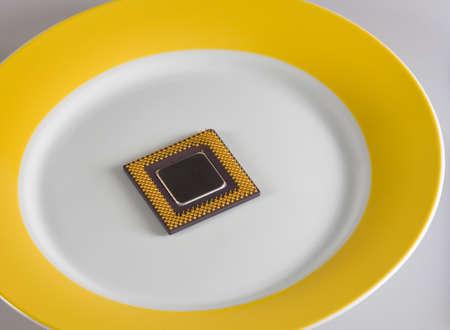 Concept. Per servire freddo: CPU sul piatto d'oro