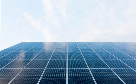 breaking new ground: Muchos paneles solares azules. La energ�a renovable.