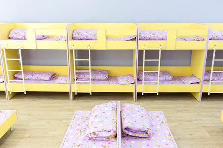 Etagenbett Mit Treppe Kaufen : Moderne kindergarten schlafzimmer mit etagenbett treppe für die