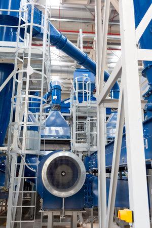 desechos organicos: la segunda planta de residuos de Sof�a (planta de residuos org�nicos, residuos de la planta de energ�a, compostaje, incineraci�n, vertedero, el reciclaje, el compostaje en hileras) desde el interior.