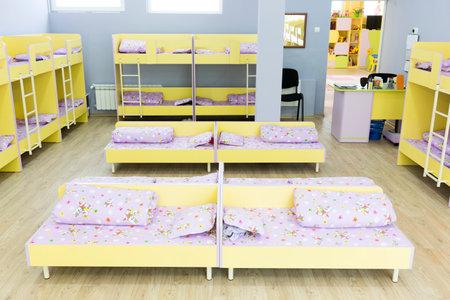 Etagenbett Treppe : Kindergarten schlafzimmer mit etagenbett treppe für die kinder